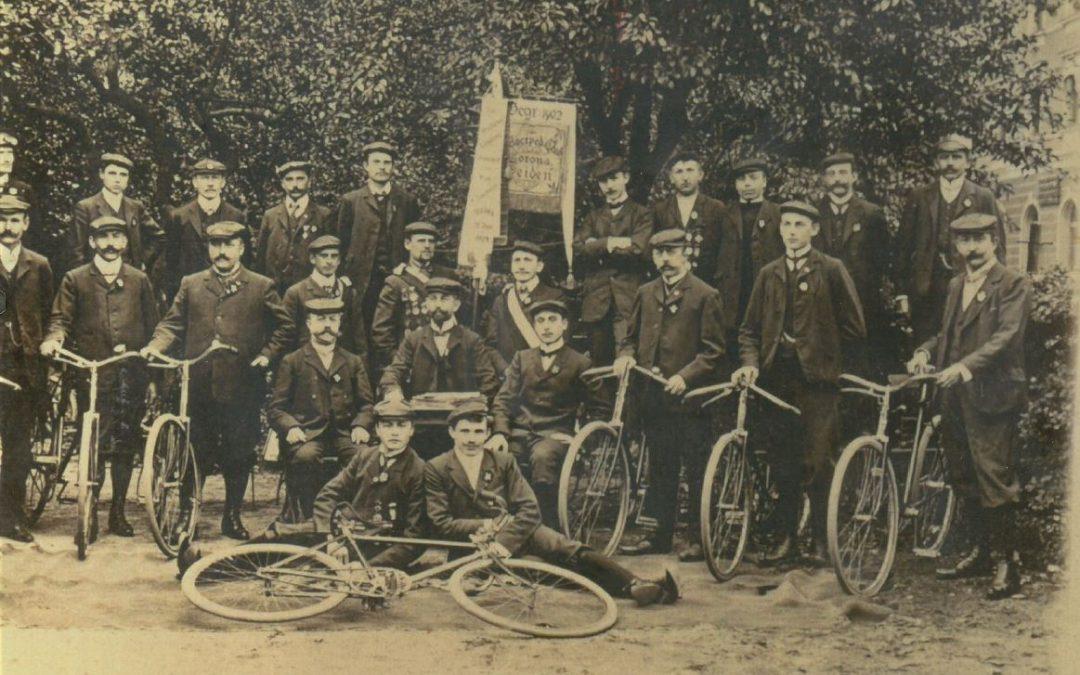 Erstes bekanntes Bild von Weidner Veloziped-Club Corona aus dem Jahr 1906